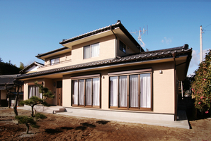 日本家屋の趣と機能的な美しさが共存する家中画像