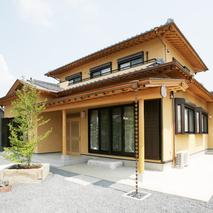 伝統的な技と美しさを感じられる家メイン画像